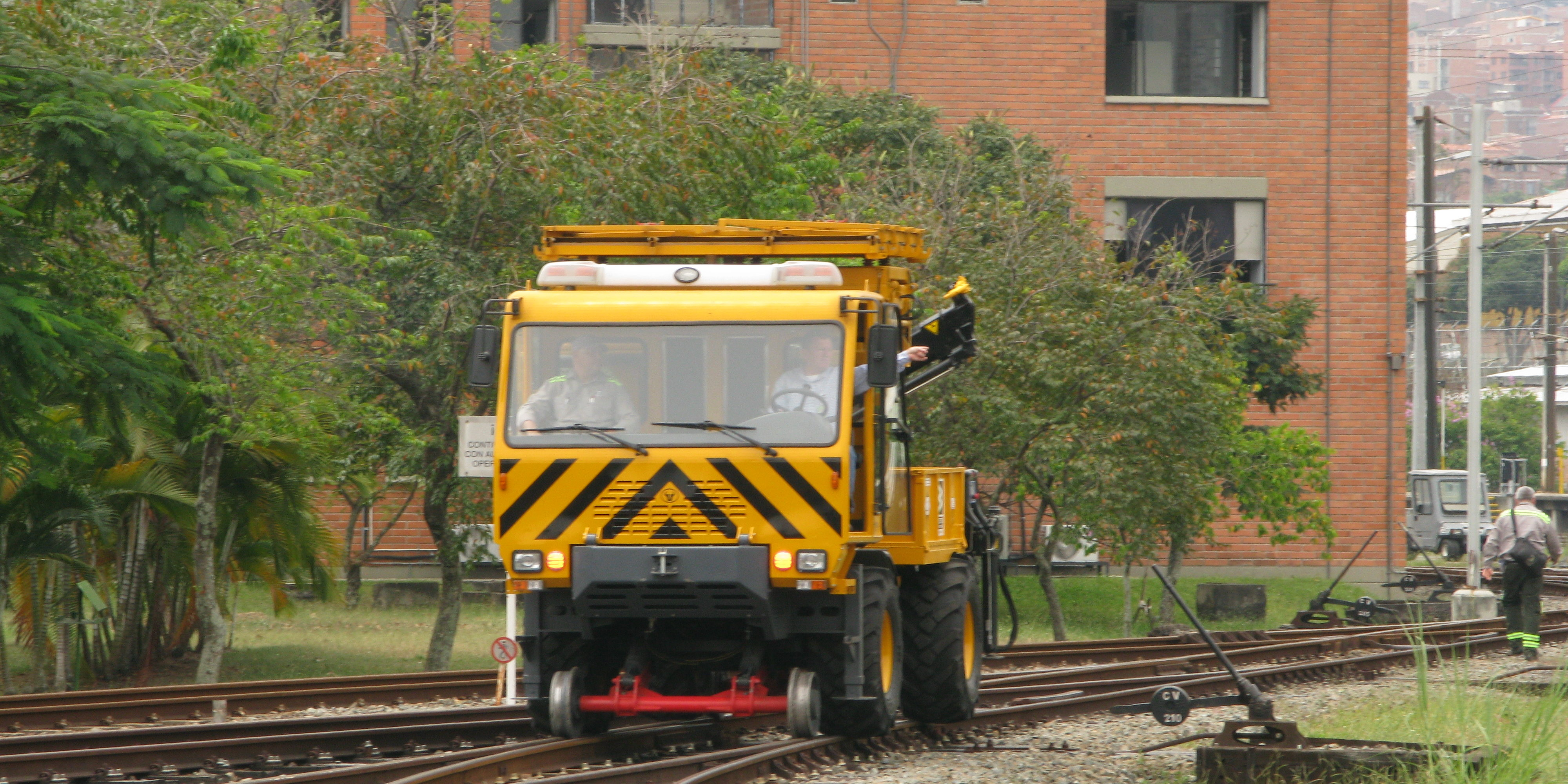 Uromac supplies a Road-RAil catenary maintenance vehicle to Metro de  Medellin – Uromac
